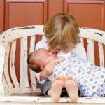 赤ちゃんに鼻水が出ている時に友達と遊ぶのはあり?鼻水が出ているけど熱はない時の外出って非常識?